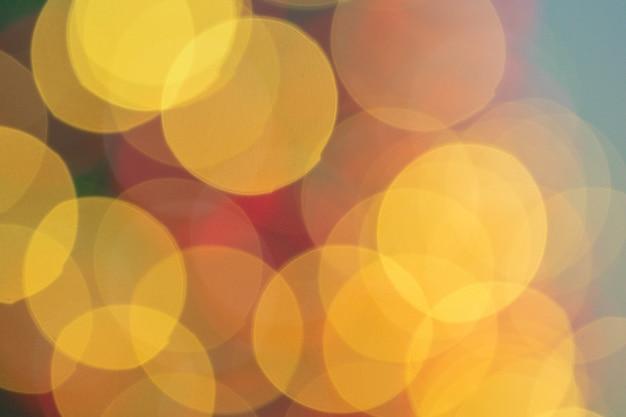 Bożonarodzeniowe światła bokeh z złotym jarzeniowym tłem Premium Zdjęcia