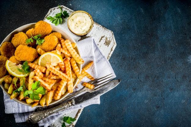 Brytyjskie Jedzenie, Ryby Z Frytkami Premium Zdjęcia
