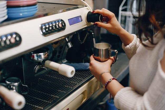 Brzuch parzenia kawy barista Darmowe Zdjęcia