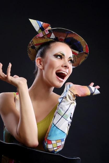 Buautiful atrakcyjna kobieta z pędzlem Darmowe Zdjęcia