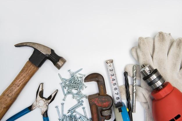 Budów narzędzia na białym tle. odosobniony. Premium Zdjęcia