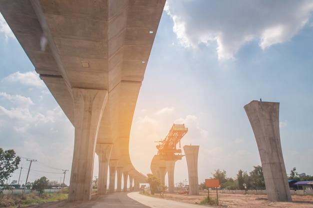 Budowa Linii Kolejowej Transportu Zbiorowego W Toku Z Ciężką Infrastrukturą Premium Zdjęcia
