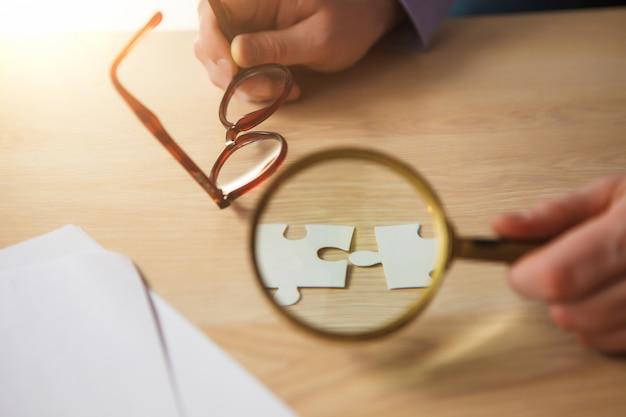 Budowanie Sukcesu W Biznesie. Ręce Z łamigłówkami Darmowe Zdjęcia