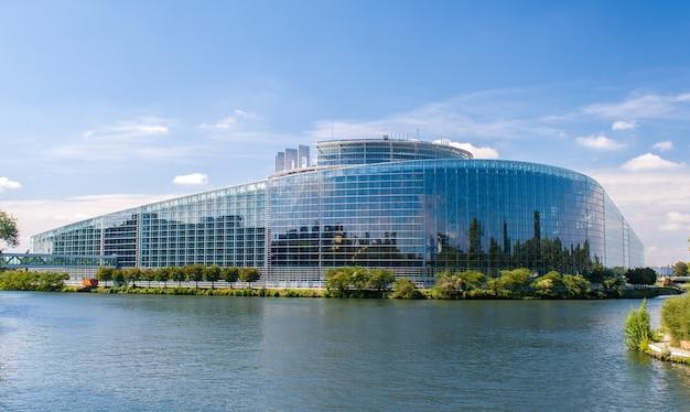 Budynek Parlamentu Europejskiego W Strasburgu Premium Zdjęcia