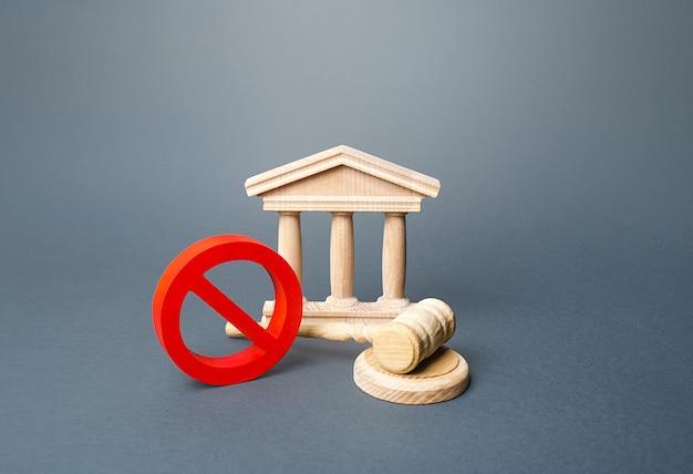 Budynek Sądu I Czerwony Znak Zakazu Nr. Premium Zdjęcia
