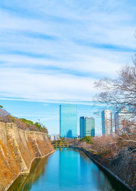 Budynki W Osace Z Rzeką Wokół Zamku Osaka Premium Zdjęcia