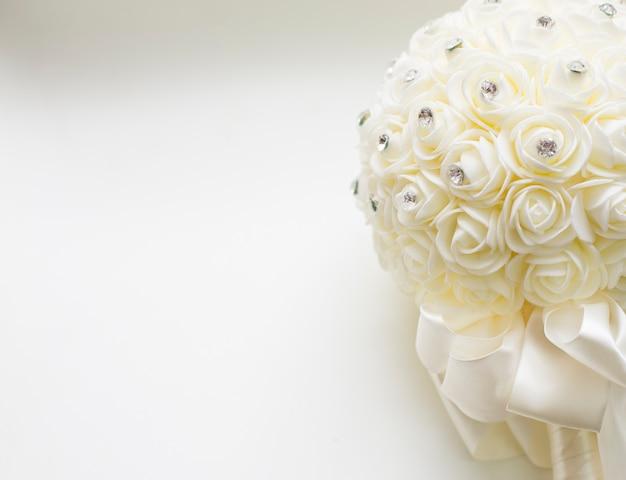 Bukiet Biel Róża Z Białym Koloru Tłem Premium Zdjęcia
