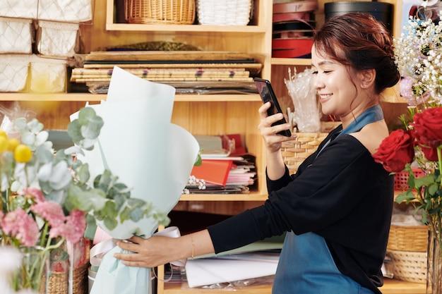 Bukiet Fotografujący Kwiaciarnię Premium Zdjęcia