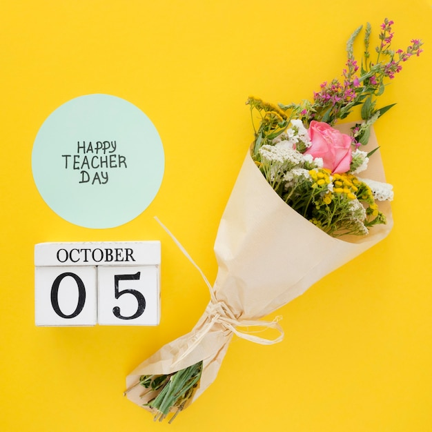 Bukiet Kwiatów Na żółtym Tle Premium Zdjęcia