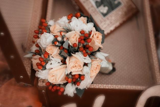 Bukiet Kwiatów Róży Z Bliska. Sezon Kwitnienia Premium Zdjęcia