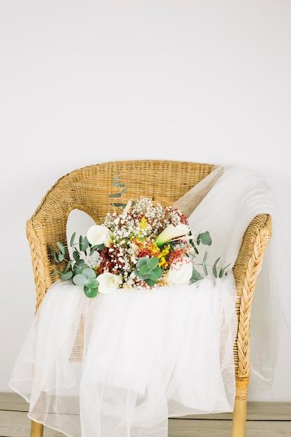 Bukiet Kwiatów Z Welonem ślubnym Darmowe Zdjęcia