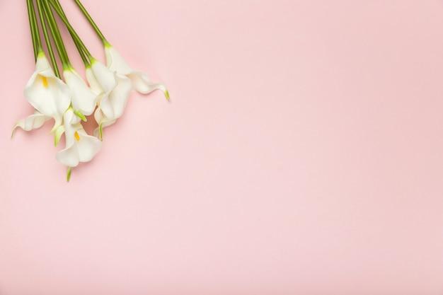 Bukiet Kwitnących Kwiatów Z Kopiowaniem Miejsca Premium Zdjęcia