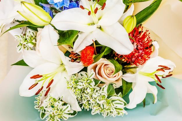 Bukiet Letnich Kwiatów świątecznych Premium Zdjęcia