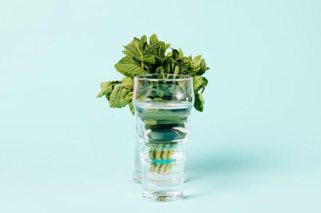 Bukiet liści mięty w szkle Darmowe Zdjęcia
