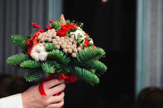Bukiet ślubny, bukiet pięknych kwiatów w środę Premium Zdjęcia