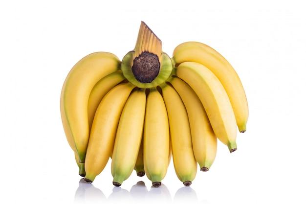 Bukiet żółtego cavendish banana. studio strzał odizolowywający na białym tle Premium Zdjęcia