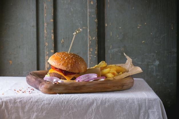 Burger I Ziemniaki Premium Zdjęcia