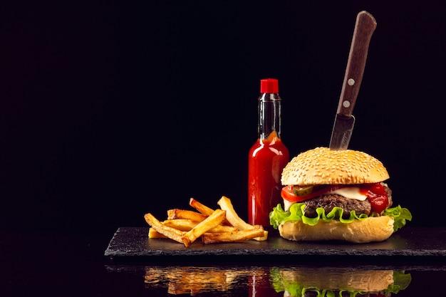 Burger Z Przodu Z Frytkami Darmowe Zdjęcia