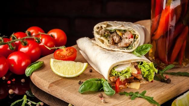Burrito Z Kurczakiem. Premium Zdjęcia