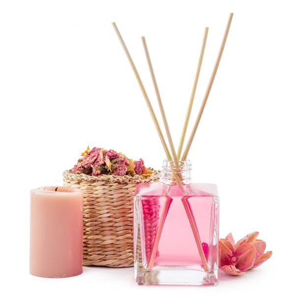 Butelka Aromatycznego Olejku Lub Spa Lub Naturalnego Olejku Zapachowego Z Suchym Kwiatem Premium Zdjęcia