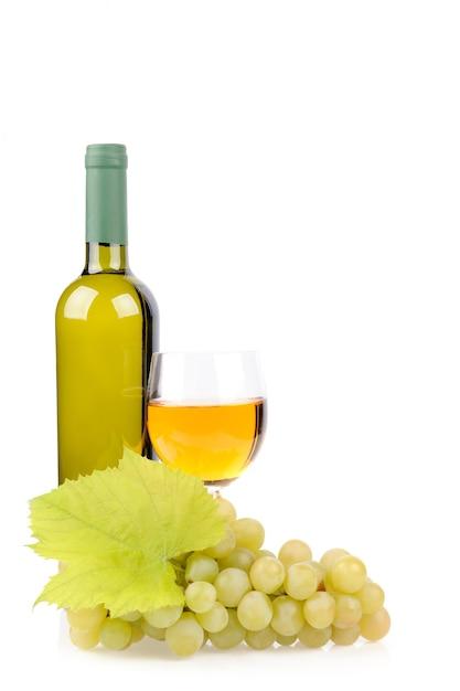 Butelka Wina, Szkło I Winogrona Na Białym Tle Darmowe Zdjęcia