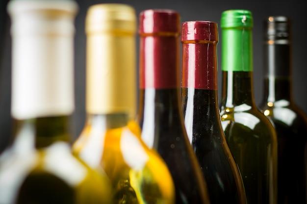 Butelki Wina Z Rzędu Premium Zdjęcia