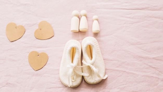 Buty Dziecięce I Papierowe Serca Darmowe Zdjęcia
