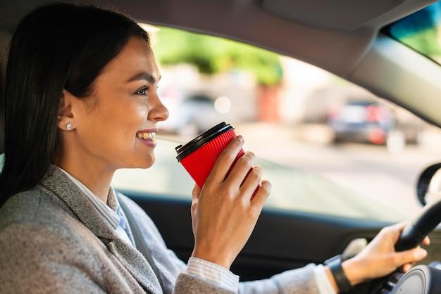 Buźka Bizneswoman Jazdy I Kawę Darmowe Zdjęcia