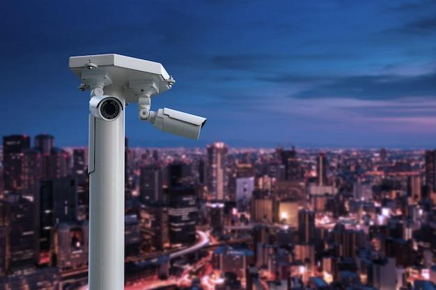 Cctv Kamera Bezpieczeństwa Z Pejzażem Miejskim Przy Nocą Premium Zdjęcia