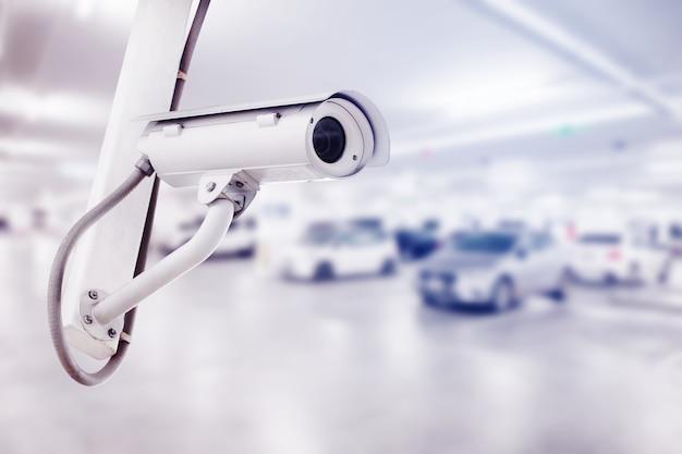 Cctv Kamera Bezpieczeństwa Z Samochodowym Parking Tłem Premium Zdjęcia
