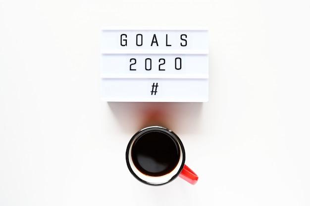 Cele 2020 z filiżanką kawy Premium Zdjęcia
