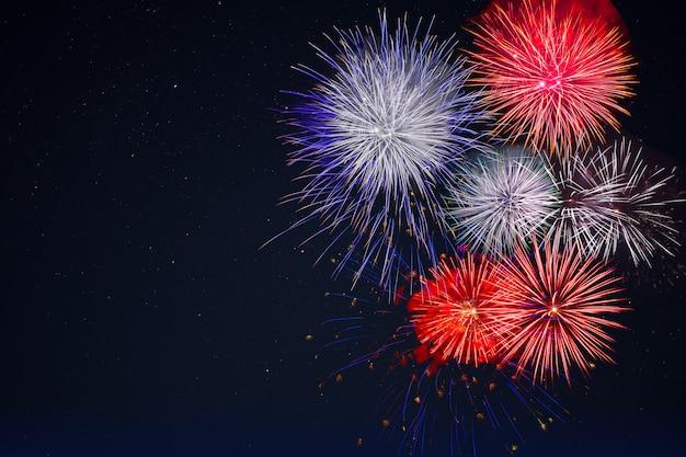 Celebracja Fajerwerków Na Nocnym Niebie, Kopia Przestrzeń Premium Zdjęcia