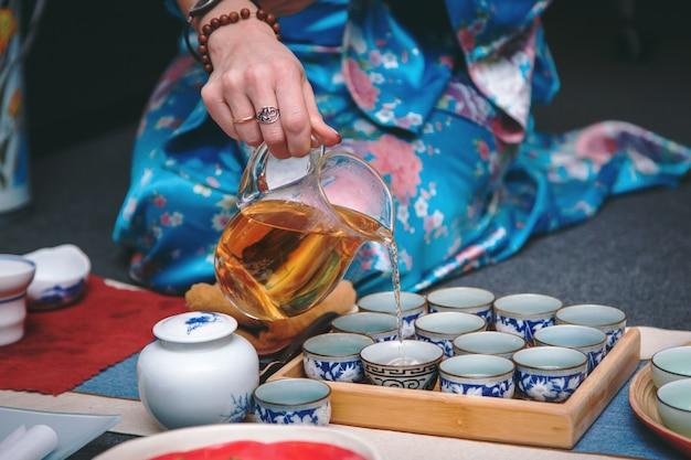 Ceremonia parzenia herbaty, proces parzenia herbaty. Premium Zdjęcia