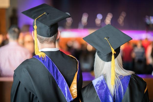 Ceremonia ukończenia szkoły z dumnymi studentami Premium Zdjęcia