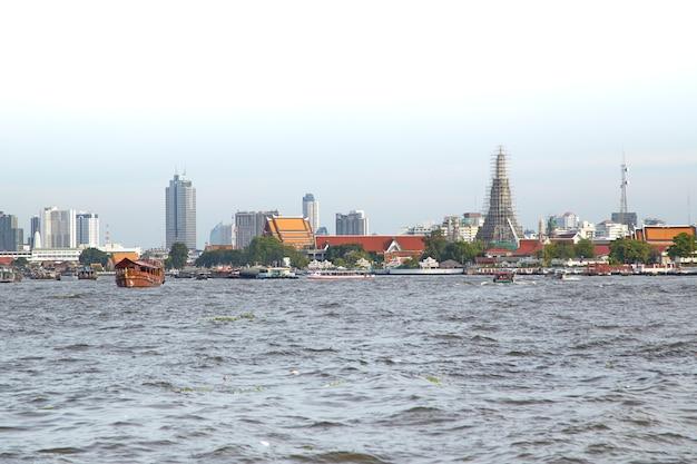 Chao Phraya Rzeka W Bangkok Premium Zdjęcia