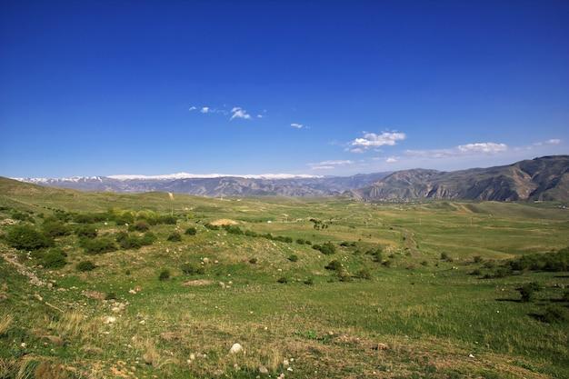 Charakter gór kaukazu w armenii Premium Zdjęcia