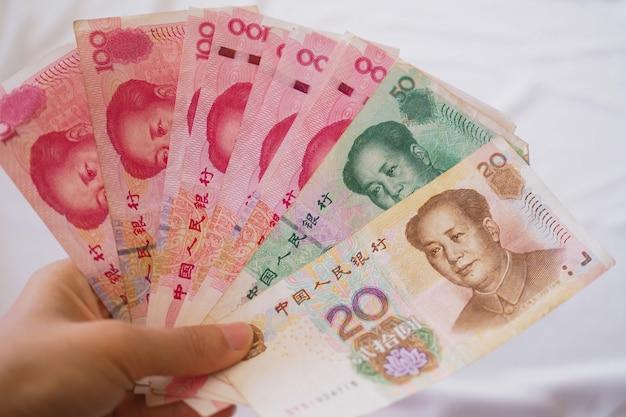 Chińskie Notatki W Dłoni Premium Zdjęcia