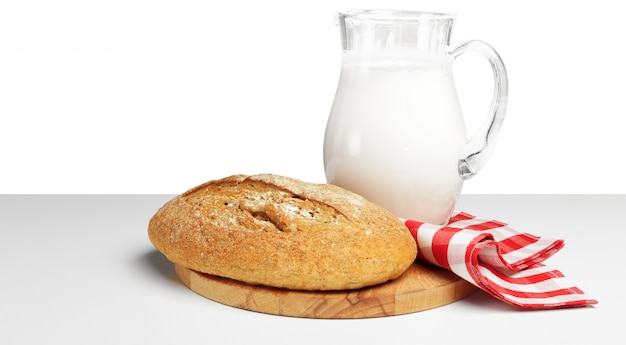 Chleb I Mleko Na Stole Premium Zdjęcia