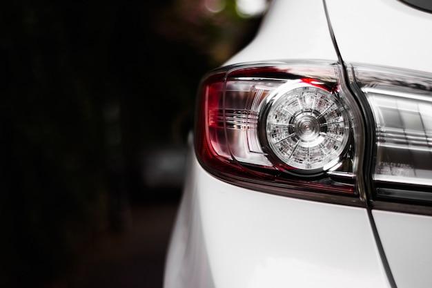 Chłodny Biały Samochód Gotowy Zabrać Cię W Gwiazdy Darmowe Zdjęcia