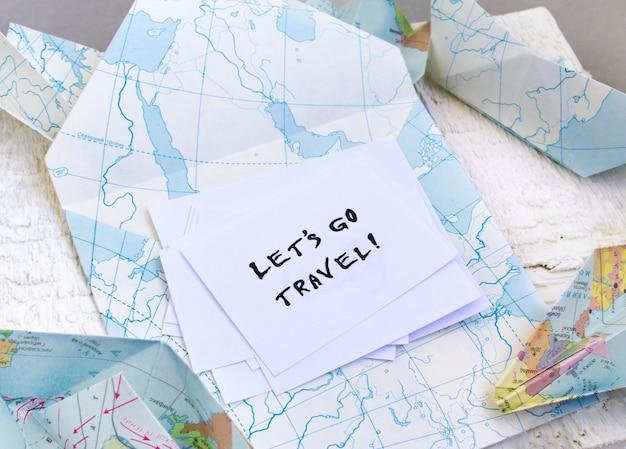 Chodźmy na tekst podróży. koperta, mapa, kraje Premium Zdjęcia