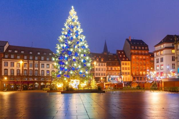 Choinka W Strasburgu, Alzacja, Francja Premium Zdjęcia