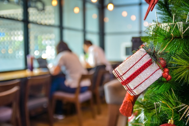 Choinka Z świątecznych Dekoracji Premium Zdjęcia