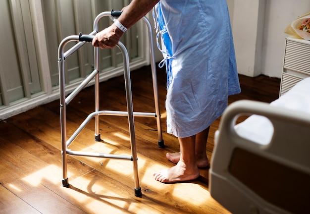 Chora Starsza Osoba Przebywająca W Szpitalu Darmowe Zdjęcia