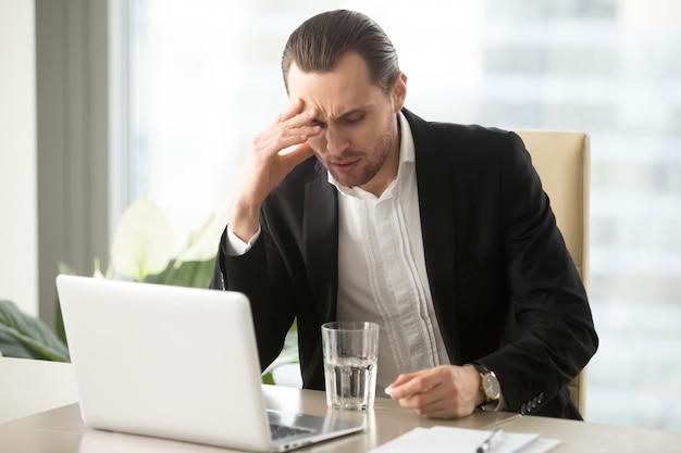 Chory Biznesmen O Silnym Bólu Głowy Darmowe Zdjęcia
