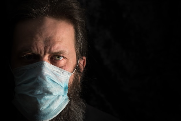 Chory Człowiek Z Medycznych Maski Na Twarz Premium Zdjęcia
