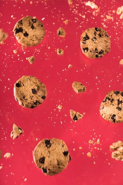 Ciasteczka Czekoladowe Z Orzechami Premium Zdjęcia