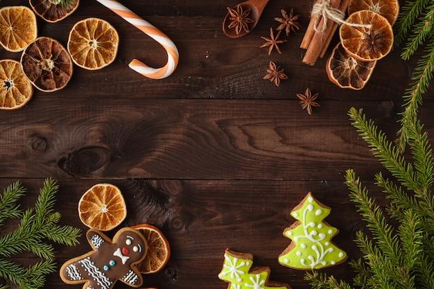 Ciasteczka świąteczne Z świąteczną Dekoracją. Kartka świąteczna. Wolne Miejsce Na Twój Tekst Premium Zdjęcia