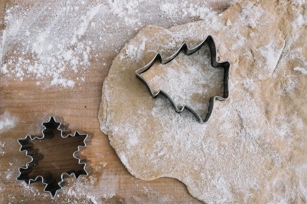 Ciasto W Pobliżu Foremki Do Ciastek Darmowe Zdjęcia