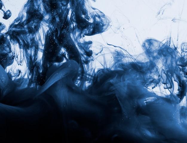 Ciemnoniebieski w chmurze w wodzie Darmowe Zdjęcia