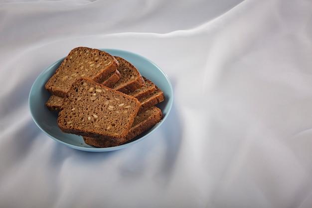 Ciemny Chleb Z Ziarnami. Produkt Ekologiczny. Premium Zdjęcia